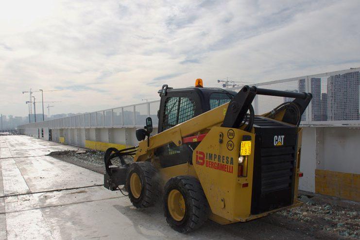 Demolizione passerella tra Cascina Merlata e EXPO